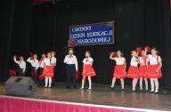 przedstawienie taneczne dziewczynek i chłopców