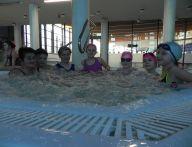 jacuzzi z dziećmi w środku